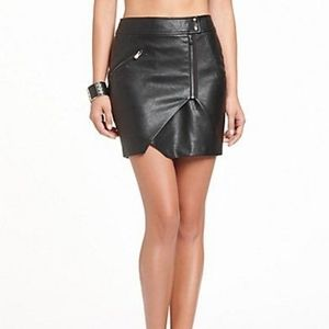 Guess size 2 leather zip skirt🖤